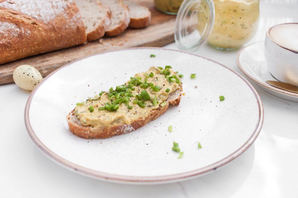 najlepsza pasta bezjajeczna ze szczypiorkiem i majonezem