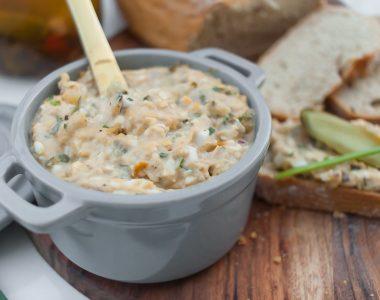 Pasta do chleba z tuńczykiem, jajkiem i kaparami