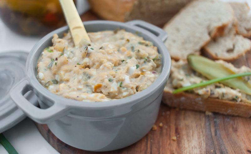 pasta do chleba z tunczykiem, jajkami i kaparami