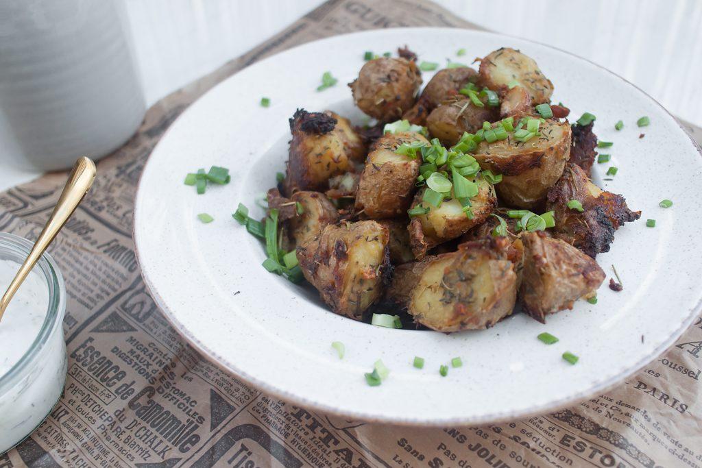 chrupiące z zewnątrz, miękkie w środku pieczone ziemniaki