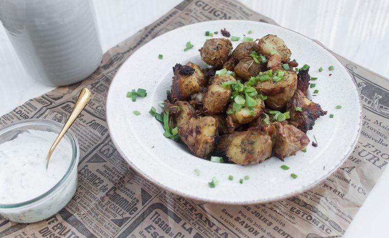 chrupiące pieczone ziemniaki z rozmarynem i czosnkiem