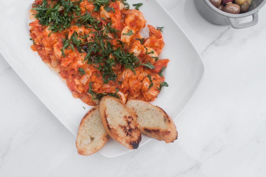 proste krewetki w maślanym sosie pomidorowym