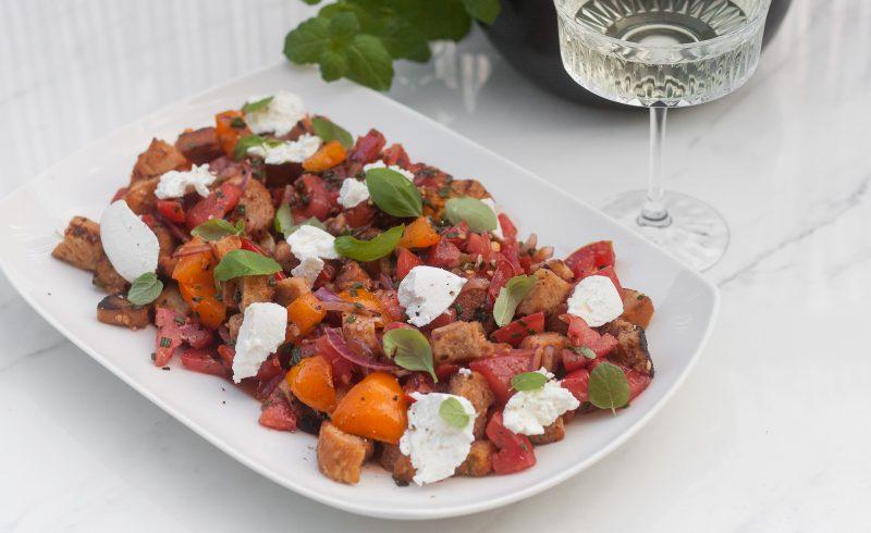 panzanella toskanska salatka z marynowanych pomidorów