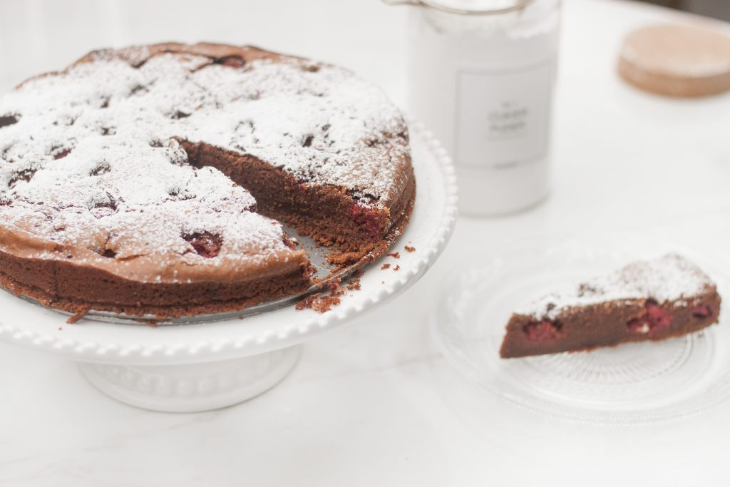 proste brownie z malinami I czekoladą